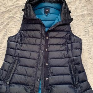 GAP puffy vest navy on outside and turquoise in